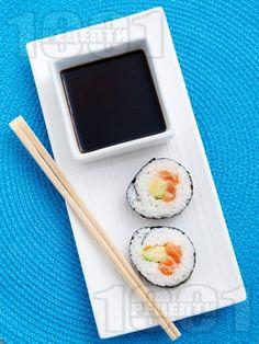 Суши със сьомга и авокадо - снимка на рецептата