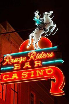 Range Rider - Miles City MT (This neon sign and bar is now gone. It burned down) en Neon Work de