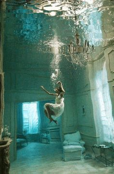 Discover & share this GIF with everyone you know. GIPHY is how you search, share, discover, and create GIFs. Underwater Model, Underwater Photography, Underwater Room, Levitation Photography, Underwater Photos, Gif Animé, Animated Gif, Arte Pink Floyd, Foto Gif
