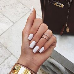 Kylie Jenner's long, white nails are spring pastel goals! See more of Kylie Jenner's… Ongles Kylie Jenner, Kylie Jenner Nails, Coffin Nails Designs Kylie Jenner, Kardashian Nails, Matte White Nails, White Acrylic Nails, White Manicure, White Short Nails, Squoval Acrylic Nails