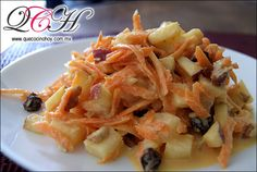 Ensalada de zanahoria. Zanahorias, manzana, piña en almibar, nueces, pasas y un toque de crema.