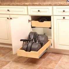 New kitchen storage ideas for pots and pans inside cabinets ideas Kitchen Cabinet Shelves, Kitchen Cabinet Organization, Kitchen Drawers, Kitchen Redo, Home Decor Kitchen, New Kitchen, Kitchen Storage, Home Kitchens, Kitchen Remodel