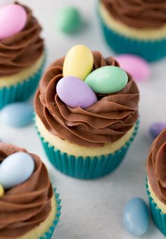 Nest Cupcakes for Easter, an easy way to make a cute dessert! cupcakes Easy Easter Cupcake Decorating (and Decor! Easter Cupcakes, Easter Cookies, Easter Treats, Spring Cupcakes, Easter Cake Easy, Easter Cupcake Decorations, Simple Cupcakes, Swirl Cupcakes, Bunny Cupcakes