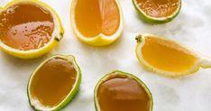 Amusez les enfantsavec ce jello maison aux agrumes et au miel servi dans les écorces de fruits! Rapide à préparer, cette recette de dessert, présentée dans l'émission Vézina, chef responsable, est surtout plus santé que les jellos offerts en épicerie! Dessert Simple, Menu Brunch, Cold Deserts, My Plate, Cold Meals, Vegetarian Recipes, Pudding, Fruit, Healthy