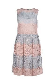 Red Valentino sleeveless macarmé lace dress with pleated skirt, scalloped hem and concealed zip closure in the back  The model is 1,75m tall and is wearing size 38
