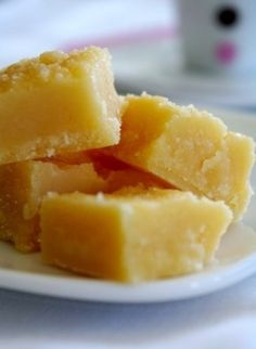 Scottish Whisky Tablet (Fudge) - to fill in for that drought - Outlander till April . Tablet is not fudge completely different? Scottish Desserts, Scottish Recipes, Irish Recipes, Scottish Dishes, Fudge Recipes, Candy Recipes, Dessert Recipes, Toffee, Scotch Whisky