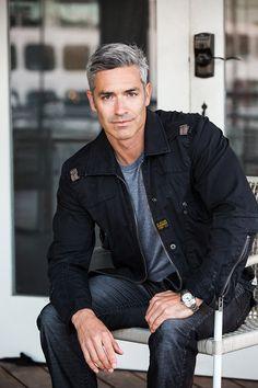 Brand Model and Talent Handsome Older Men, Handsome Faces, Older Mens Hairstyles, Haircuts For Men, Beautiful Men Faces, Gorgeous Men, Silver Foxes Men, Grey Hair Men, Men Over 50