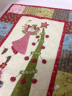 Anni Downs Christmas tableruner