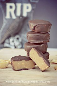 Peanut butter cups: 1/2 c peanut butter, 4 Tbsp coconut oil, 4 Tbsp agave or maple syrup, 1/2 tsp vanilla, raw chocolate