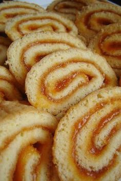 Titok holnapig – és piskótatekercs | Mai Móni Hungarian Desserts, Hungarian Recipes, Pastry Recipes, Cookie Recipes, Croatian Recipes, Baking And Pastry, Jamie Oliver, Foods To Eat, Unique Recipes