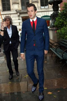 Gallery of photos showing Mark Ronson styles. Mark Ronson dress sense, clothes, accessories and hairstyles. Mark Ronson, Groom Outfit, Men's Wardrobe, Well Dressed Men, My Guy, Perfect Man, Stylish Men, Dapper, Red And Blue