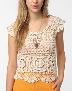 Hooked on crochet: Blusinha de crochê / Crochet top (without a pattern / sem receita) T-shirt Au Crochet, Gilet Crochet, Mode Crochet, Crochet Shirt, Crochet Woman, Crochet Round, Crochet Hooks, Irish Crochet, Crochet Summer Tops
