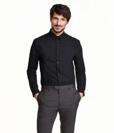 PREMIUM QUALITY. Long-sleeved shirt in premium cotton with a narrow turn-down collar and narrow cuffs. Slim fit.