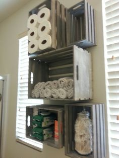 Hanging crates for shelving, bathroom storage - Hanging crates for shelving, bathroom storage Informations About Hanging crates for shelving, bathro - Crates On Wall, Crate Bookshelf, Wall Bookshelves, Milk Crate Storage, Diy Storage, Bathroom Storage, Storage Ideas, Storage Crates, Record Storage