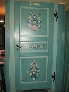 Bauernmalerei on a closet door