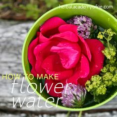 Making Flower Water is a great way to introduce edible flowers into your diet #healthy #flowers