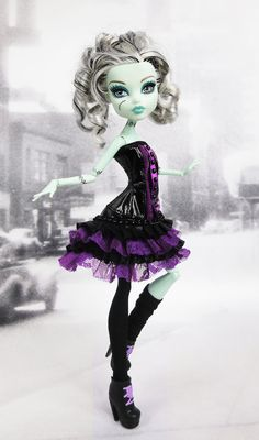 Monster High doll black and purple corset by JonnaJonzon on Etsy Check out the website to see Soirée Monster High, Monster High Characters, Love Monster, Monster High Custom, Monster High Repaint, Monster Mash, Monster High Doll Clothes, Monster High Dolls, Cool Monsters