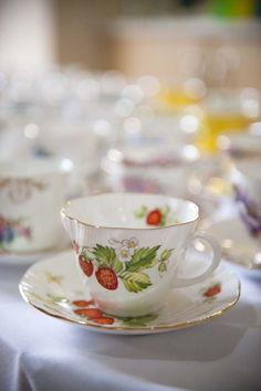 strawberry tea cup; a whole set like this would be wonderful!