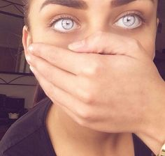 Angel eyes (yes they're real) Beautiful Eyes Color, Pretty Eyes, Cool Eyes, Rare Eye Colors, Rare Eyes, Aesthetic Eyes, Look Into My Eyes, Eye Photography, Colored Contacts