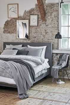 Urban Industrial Decor Tips From The Pros Have you been thinking about making changes to your home? Are you looking at hiring an interior designer to help you? Modern Luxury Bedroom, Modern Bedroom Furniture, Luxurious Bedrooms, Bedroom Minimalist, Decoration Bedroom, Elegant Homes, Master Bedroom, Interior Design, Home Decor