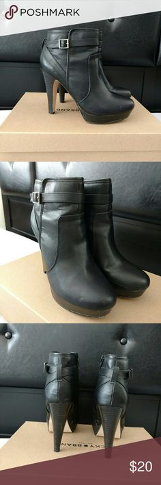 """Madden Girl Carlyy Platform Ankle Boots 7.5M """"Carlyy"""" black platform ankle boots. Few scuff marks near base of platform and heels but otherwise in good condition.  4.5"""" heel, 1"""" platform Madden Girl Shoes Ankle Boots & Booties"""