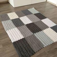 Dark Carpet Light Walls - - Carpet For Living Room Beige - Carpet Pattern Vintage Beige Carpet, Diy Carpet, Patterned Carpet, Rugs On Carpet, Cream Carpet, Shaw Carpet, Carpet Ideas, Crochet Carpet, Crochet Home