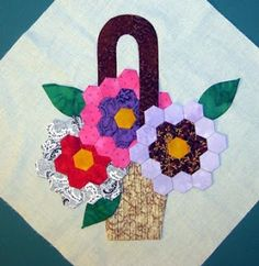 A Quilting Reader's Garden: It's Hexie Friday! Hexagon Patchwork, Hexagon Pattern, Hexagon Quilt, Quilt Block Patterns, Patchwork Tutorial, Quilting Room, Quilting Projects, Quilting Designs, Sewing Projects