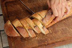 Jeter le pain est un geste qui devrait être banni des maisons, parce que le pain dur, on peut le recycler de plein de façons