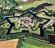 Bourtange, Vlagtwedde, Westerwolde, province of Groningen, Netherlands... www.castlesandmanorhouses.com ... Bourtange is a village situated near the German border. The star fort here was built in 1593 during the Dutch Revolt against King Philip II of Spain. It was was used until 1851, and restored to its mid-18th-century state in 1960. It is now an open-air museum.
