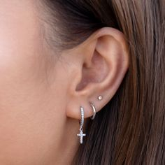 Ear Jewelry, Cute Jewelry, Jewelery, Women Jewelry, Three Ear Piercings, Pretty Ear Piercings, Ears Piercing, Cute Earrings, Cross Earrings