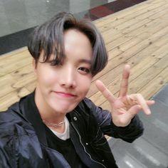 [TWTTER] JHope update Thank you to all the fans that watched Jimin, Vlive Bts, Bts Bangtan Boy, Foto Bts, Bts Photo, J Hope Twitter, Twitter Bts, Jung Hoseok, Gwangju
