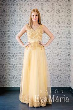 Plesové šaty v zlatej farbe zdobené čipkou Prom Dresses, Formal Dresses, Fashion, Tea Length Formal Dresses, Moda, Formal Gowns, Fashion Styles, Prom Gowns, Black Tie Dresses