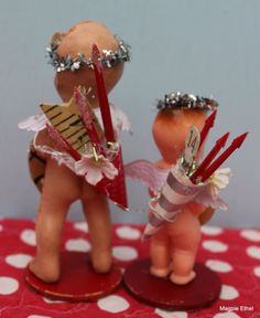 Cute little cupid backsides. I need to pick up those cupie dolls I find to make some of these! Little Valentine, My Funny Valentine, Valentine Treats, Saint Valentine, Valentines Day Decorations, Valentine Day Crafts, Vintage Valentines, Love Valentines, Cupie Dolls