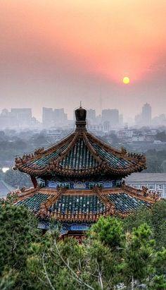 Pavilion at Sunset, Jingshan Park, Beijing, China (by beatbull