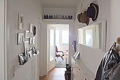 make a narrow, dark hallway friendly – Forum – GLAMOR - Home Page Dark Hallway, Engagement Ring Cuts, Küchen Design, Room Inspiration, Sweet Home, Glamour, Gallery Wall, Furniture, Freundlich
