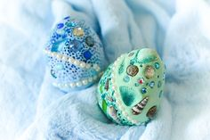 How to make dragon eggs from air-dry clay. Beautiful fantasy craft for kids. Fun project for Easter and all year round! Clay Projects For Kids, Clay Crafts For Kids, Easter Arts And Crafts, Egg Crafts, Easy Diy Crafts, Art Projects, Clay Dragon, Dragon Crafts, Dragon Egg
