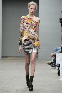 Mary Katrantzou Fall 2010 Ready-to-Wear Fashion Show - Carla Gebhart