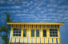 Yellow striped house! goo.gl/33uo5