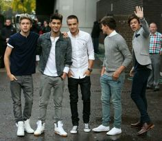The boys out n about in london
