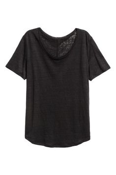 CONSCIOUS. V-neck top in soft jersey made from Tencel® lyocell in a straight cut with slits in the sides.