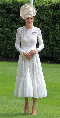 Duchess dazzles in white lace dress as she attends Royal Ascot with Prince William Kate Middleton Pictures, Kate Middleton Outfits, Kate Middleton Hair, Estilo Fashion, Ideias Fashion, The Duchess, Kate Middleton Prince William, Estilo Real, Royal Fashion