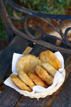 Un dejeuner de soleil: Petites pizza frites comme à Naples Wine Recipes, Cooking Recipes, Italian Street Food, I Love Pizza, Cooking Cake, Cheat Meal, Appetizers For Party, Summer Recipes, Italian Recipes