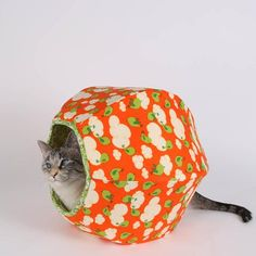 We have remade our pattern to create a mini Cat Ball® cat bed, which is nicely…