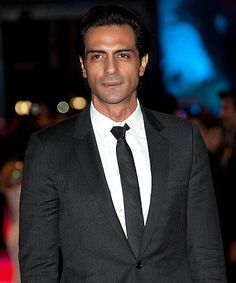 Arjun Rampal mobbed by students of DU College while promoting Chakravyuh! Fans tore of his shirt Indian Fashion, Mens Fashion, Fashion Outfits, Bollywood Actors, Mens Clothing Styles, Movies Showing, Actors & Actresses, Boho Chic, Police