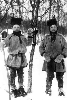 To samiske gutter fra Sør-Varanger, Finnmark, 1890-1899. Two Sami boys from Sør-Varanger, Norway before 1900. Photo: Ellisif Wessel