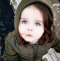 Such a pretty girl Cute Girl Face, Cute Baby Girl, Cute Babies, Baby Girls, Velvet T Shirt, Pakistani Bridal, Cute Photos, Beautiful Children, Cute Kids