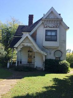 1896 Queen Anne - Lebanon, KY (George F. Barber) - $90,000 - Old House Dreams