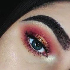 """Polubienia: 31, komentarze: 5 – Klaudia Czerwińska (@klaudia_czerwinska_makeup) na Instagramie: """"Eyes: @morphebrushes The Jaclyn Hill Palette @danielsobiesniewski My secret Natural Beauty…"""""""
