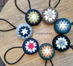 Crochet Brooch, Crochet Pillow, Diy Crochet, Crochet Earrings, Crochet Hair Accessories, Crochet Hair Styles, Hand Embroidery Stitches, T Shirt Yarn, Headbands