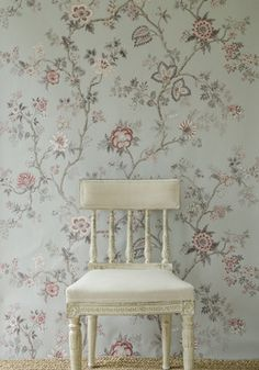 Indienne wide width wallpaper in China Blue colourway. Flowery Wallpaper, Wood Wallpaper, White Wallpaper, Room Paint Colors, Paint Colors For Living Room, Bedroom Colors, Bedroom Ideas, Shabby, Inspirational Wallpapers